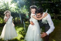 Wedding-flower-girls-playing.jpg
